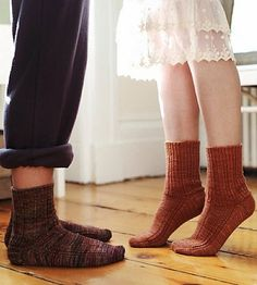 stepping-stones, free sock knitting pattern by clara parkes