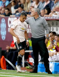 Manchester United's Alexis Sanchez with manager Jose Mourinho after being substituted during the Premier League match at Turf Moor Burnley Real Madrid, Barcelona, Messi And Ronaldo, Soccer Coaching, Manchester United Football, Premier League Matches, Burnley, Man United, Management