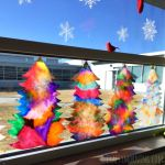 Make beautiful coffee filter christmas tree suncatchers using just coffee filters markers and a spray bottle of water! Perfect christmas craft for the classroom. Preschool Christmas, Christmas Crafts For Kids, Christmas Activities, Craft Activities, Christmas Projects, Preschool Crafts, Holiday Crafts, Christmas Holidays, Xmas