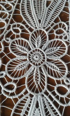 This Pin was discovered by Eli Crochet Cord, Freeform Crochet, Irish Crochet, Crochet Lace, Hungarian Embroidery, Lace Embroidery, Embroidery Stitches, Embroidery Designs, Needle Lace