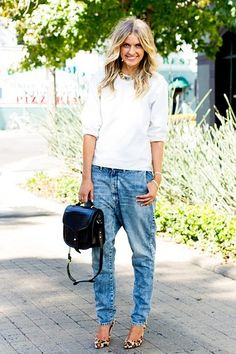 simple but cool: baggy jeans and a white sweater