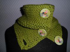 Col Snood chauffe épaule couleur pistache et bouton de bois - echarpes et foulards - fée-laine-ou-coton - Fait Maison