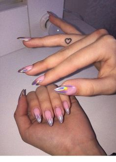 On average, the finger nails grow from 3 to millimeters per month. If it is difficult to change their growth rate, however, it is possible to cheat on their appearance and length through false nails. Bright Summer Nails, Summer Acrylic Nails, Best Acrylic Nails, Stylish Nails, Trendy Nails, Aycrlic Nails, Coffin Nails, Fire Nails, Manicure E Pedicure