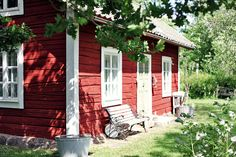 Ꮛmmas ѵίntage Swedish Cottage, Red Cottage, Cottage In The Woods, Garden Cottage, Small Cottages, Cabins And Cottages, Sweden House, Red Houses, Summer Cabins
