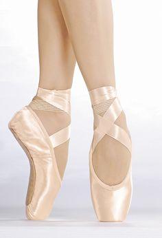 Sapatilha de Ponta Grand Pas - Ballet e Dança - MariDança | A Sapatilha Grand Pas SD01 com pré-arco indicada para pés egípcios (que apresentam alinhamento diagonal dos dedos), se amolda facilmente ao arco do pé.
