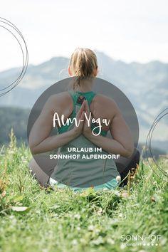 Während des Urlaubs im Sonnhof Alpendorf könnt ihr bei der Yoga-Session auf der Alm teilnehmen. Nach einer Wanderung auf einer Weide mit Aussicht, danach Frühstück auf der Meislsteinalm #salzburgerland #yoga #yogaurlaub #yogaimurlaub #österreich #urlaubinösterreich #visitaustria