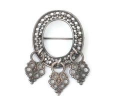 Silver Finnish Brooch Oval Dangles 1965 Kalevala by PastSplendors Vintage Brooches, Vintage Jewelry, Antique Jewelry, Filigree Design, Silver Brooch, Jewelry Trends, Vintage Signs, Diamond Shapes, Vintage Silver