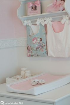 kit higiene para bebê com flores e lacinhos branco