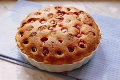 Фото к рецепту: Творожный пирог с вишней