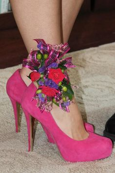 Ankle Corsage to match your shoes. Prom Flowers, Wedding Flowers, Corsage And Boutonniere, Boutonnieres, Ikebana, Homecoming Corsage, Flower Shoes, Flower Corsage, Bride Bouquets