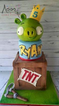 Angry Bird Pig cake