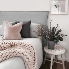 This is a Bedroom Interior Design Ideas. House is a private bedroom and is usually hidden from our guests. However, it is important to her, not only for comfort but also style. Much of our bedroom … Gris Rose, Home Bedroom, Bedroom Furniture, Spare Bedroom Ideas, Budget Bedroom, Fall Bedroom, Furniture Plans, Bedroom Ideas Grey, Bedroom Black