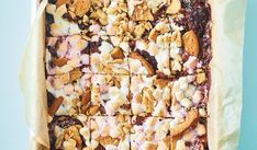 This quick and easy traybake brings together the best elements of a tiffin cake, rocky road and s'mores, combining chocolate, nuts, digestives and marshmallows. Chocolate Dishes, Chocolate Butter, Chocolate Brownies, Tray Bake Recipes, Best Cake Recipes, Vegetarian Marshmallows, Mousse, Refrigerator Cake, Rocky Road Fudge