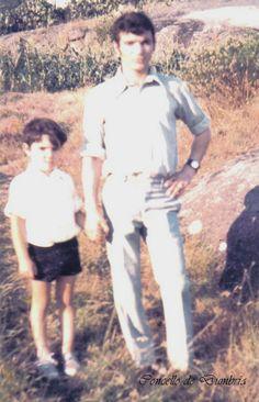 Home cun neno en pantalón curto. Cedida por Ezaro.com