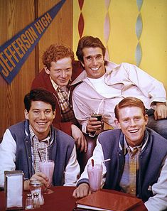 Happy Days TV show.really bummed if I missed this show each week! Childhood Tv Shows, My Childhood Memories, Sweet Memories, Best Tv, The Best, Happy Days Tv Show, Tv Happy, Tv Vintage, Ed Vedder