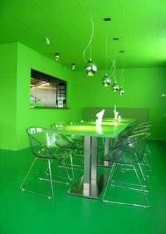 """kantoor mooi groen is niet lelijk voor de vergaderruimte = """"the green room"""""""
