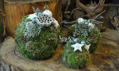 mosbollen-kerststukje-maken Christmas Tree Tops, Christmas Ornaments To Make, Christmas Mantels, 12 Days Of Christmas, Christmas Signs, Christmas Home, Christmas Tree Decorations, Vintage Christmas, Christmas Wreaths