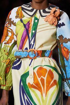Louis Vuitton Spring 2020 Ready-to-Wear Fashion Show Details: See detail photos for Louis Vuitton Spring 2020 Ready-to-Wear collection. Look 45 Fashion Week, Fashion 2020, Runway Fashion, Spring Fashion, Fashion Show, Womens Fashion, Fashion Tips, Fashion Trends, Fashion Fashion