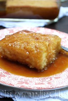 Pouding chômeur Like for Canadian Cuisine, Canadian Food, Pudding Chomeur Recipe, Delicious Desserts, Dessert Recipes, Ricardo Recipe, White Cakes, Sweet Bread, Love Food
