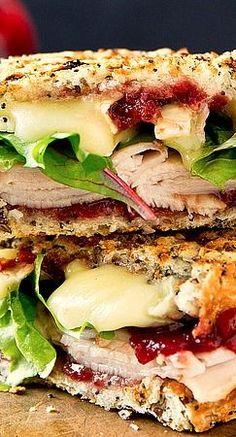 Grillet Texas sandwich med kalkun, brie og chutney. Lad dig blive inspireret af en lidt anderledes sandwich.