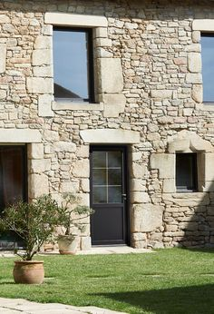 Ideas home renovation exterior old houses facades Old Stone Houses, Old Houses, Wall Exterior, Exterior Design, Building Stone, Stone Cottages, Tuscan House, Brickwork, Facade House