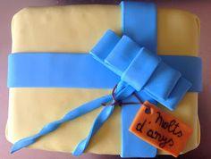 Tarta de fondant en forma de regalo de AmArt Bakery//Fondant cake