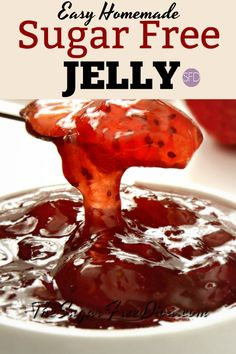 Make this easy Homemade Sugar Free Strawberry Jelly recipe to enjoy with your favorite peanut butter jelly sandwich or on toast. Sugar Free Jelly Recipe, Sugar Free Jam, Sugar Free Baking, Sugar Free Recipes, Jam Recipes, Canning Recipes, Low Sugar, Recipies, Sugar Free Peach Jam Recipe