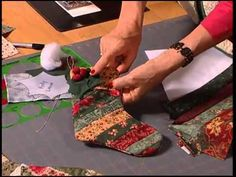 Christmas at Bears Paw Ranch - Christmas Stockings - Crazy Quilt Stocking, Strip Stocking. Two techniques, two unique Christmas Stockings! Using strips and sewing them directly to the batting, Eleanor forms a quick Holiday Strip Stocking. She demonstrates Unique Christmas Stockings, Christmas Stocking Pattern, Xmas Stockings, Quilting Tips, Quilting Tutorials, Quilting Projects, Crazy Quilting, Noel Christmas, Christmas Crafts