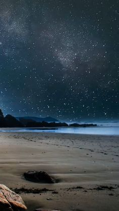 Most kayaking locations are open for night-time kayaking trips. Depending on where you live. Strand Wallpaper, Ocean Wallpaper, Butterfly Wallpaper, Starry Night Sky, Night Skies, Beste Iphone Wallpaper, Iphone Wallpapers, Sea Pictures, Beach Night