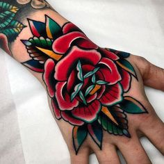 Old School Tattoo: History and Inspirations - Marco de Moda - Old School Rose Tattoo on Hand Informations About Tatuagem Old School: história e inspirações – - Tattoo Old School, Old School Tattoo Designs, Tatuagem New School, Tatuaje Old School, Rose Tattoos For Men, Hand Tattoos For Women, Black Rose Tattoos, Body Art Tattoos, Tattoo Drawings