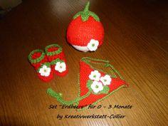 """Babyset """"Erdbeere"""", bestehend aus Mütze,Schuhen und Schnullertuch  für 0 - 3 Monate."""