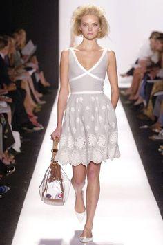 Oscar de la Renta Spring 2007 Ready-to-Wear Fashion Show - Gemma Ward