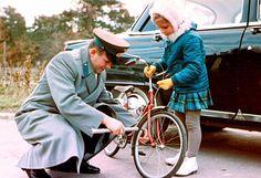 Yuri junto a su hija Lena Gagarina en la Ciudad de las Estrellas de Moscú (c. 1963)