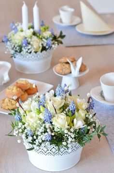 Make table decoration for communion or confirmation yourself - floral decoration in blue and white Tischdeko_Kommunion_DIY_Gesteck_Tisch_HF Decoration Table, Table Centerpieces, Decoration Communion, Flower Decorations, Wedding Decorations, Galaxy Bath Bombs, Hyacinth Flowers, Fleurs Diy, Creation Deco