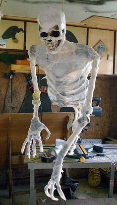 DIY Tutorial: DIY Halloween / DIY Zombie Build - dead men - Bead&Cord