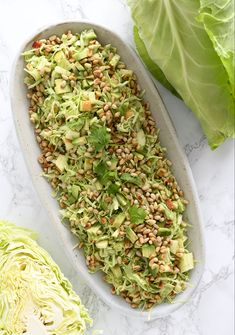 Spidsklssalat med ble og avocado skn opskrift p salat gemse curry mit hhnchen aus dem thermomix Salad Menu, Salad Dishes, Easy Salad Recipes, Easy Salads, Healthy Recipes, Crab Stuffed Avocado, Cottage Cheese Salad, Raw Broccoli, Tomato Vegetable