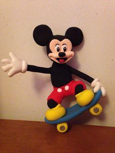 Mickey topo de bolo feito em plasticina