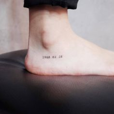 Tiny Discreet Tattoos For People Who Love Minimalism By Witty Button - Tattoo DIY Diskrete Tattoos, Mini Tattoos, Trendy Tattoos, Cool Tattoos, Tatoos, Ankle Tattoos, Nice Small Tattoos, Tattoos Of Dates, Meaningful Tattoos
