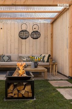 A fire pit keeps you warm on a cold day A fire pit makes a cold day a lot warmer Diy Pergola, Wooden Pergola, Pergola Shade, Backyard Seating, Fire Pit Backyard, Backyard Patio, Backyard Ideas, Garden Ideas, Garden Inspiration