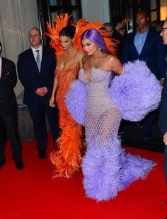 Kendall and Kylie at Met Gala 2019 Kendall E Kylie Jenner, Kylie Jenner Pictures, Kyle Jenner, Kylie Jenner Style, Kardashian Jenner, Estilo Jenner, Dress Clothes For Women, Jenner Sisters, Estilo Fashion