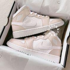 Cute Nike Shoes, Cute Nikes, Jordan Shoes Girls, Girls Shoes, Sneakers Fashion, Fashion Shoes, Nike Shoes Air Force, Trendy Shoes, Swag Shoes