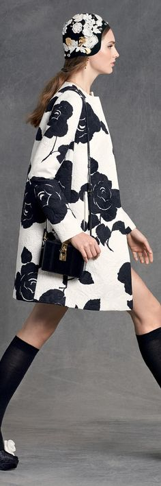 Dolce & Gabbana Online Store, shop on the official store exclusive clothing and accessories for men and women. Couture Fashion, Runway Fashion, Womens Fashion, Fashion Trends, Love Fashion, High Fashion, Fashion Design, Dolce Gabbana Online, Black White Fashion