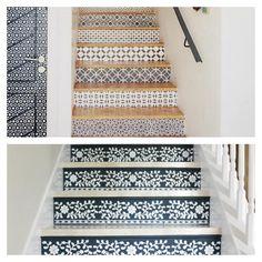 déco d'escalier en bois avec papier peint pour effet mosaïque