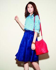 Denim shirt[aditional] ¥12,000 /Ramie lawn skirt[SACRA] ¥19,000 /Drawstring bag[aditional] ¥13,000 /Wrap bracelet[CHAN LUU] ¥26,000
