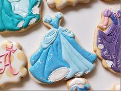 Cookie of Cinderella's Dress made by Sylvie Bear Cookie Disney Princess Cookies, Disney Cookies, Princess Cakes, Bear Cookies, Cute Cookies, Frozen Disney, Ballerina Cookies, Cinderella Birthday, Princess Birthday