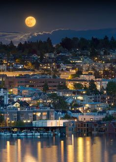 This is a picture of the super moon in Seattle. One of my dreams is to live in Seattle because it is the perfect combination of the city and the mountains, and I love rainy weather. Seattle Usa, Seattle Washington, Washington State, Edmonds Washington, Places To Travel, Places To See, Places Around The World, Around The Worlds, Beautiful World