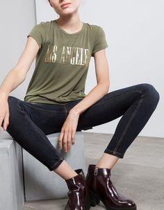 En Stradivarius encontrarás 1 Camiseta prints técnicas para mujer por sólo  9.99 España . Entra ahora y descúbrelo junto con más MANGA CORTA. 437aeb3d1055