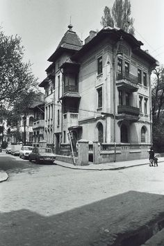 Uranus-Antim-Rahova neighborhood before demolition, Bucharest - Dan Vartanian photos and others : danperry — LiveJournal Restaurant Photos, Bucharest Romania, Vintage Architecture, Old City, Old Pictures, Old Houses, Chile, The Neighbourhood, Places To Visit