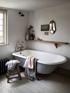 Awesome Cottage Bathroom Design Ideas - Home Design - lmolnar - Best Design and Decoration You Need Cottage Bathroom Design Ideas, Bathroom Interior, Bathroom Ideas, Bathroom Inspo, Bathroom Mirrors, Bathroom Designs, Shower Ideas, Cottage Design, Bathroom Cabinets