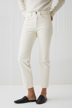 REGULAR Overdyed Jeans - Ecru - Jeans - ARKET GB Cigarette Trousers Outfit, Cream Jeans, Clothes 2019, Cropped Trousers, Minimal Fashion, White Denim, Jean Outfits, Spring, Outfit Ideas